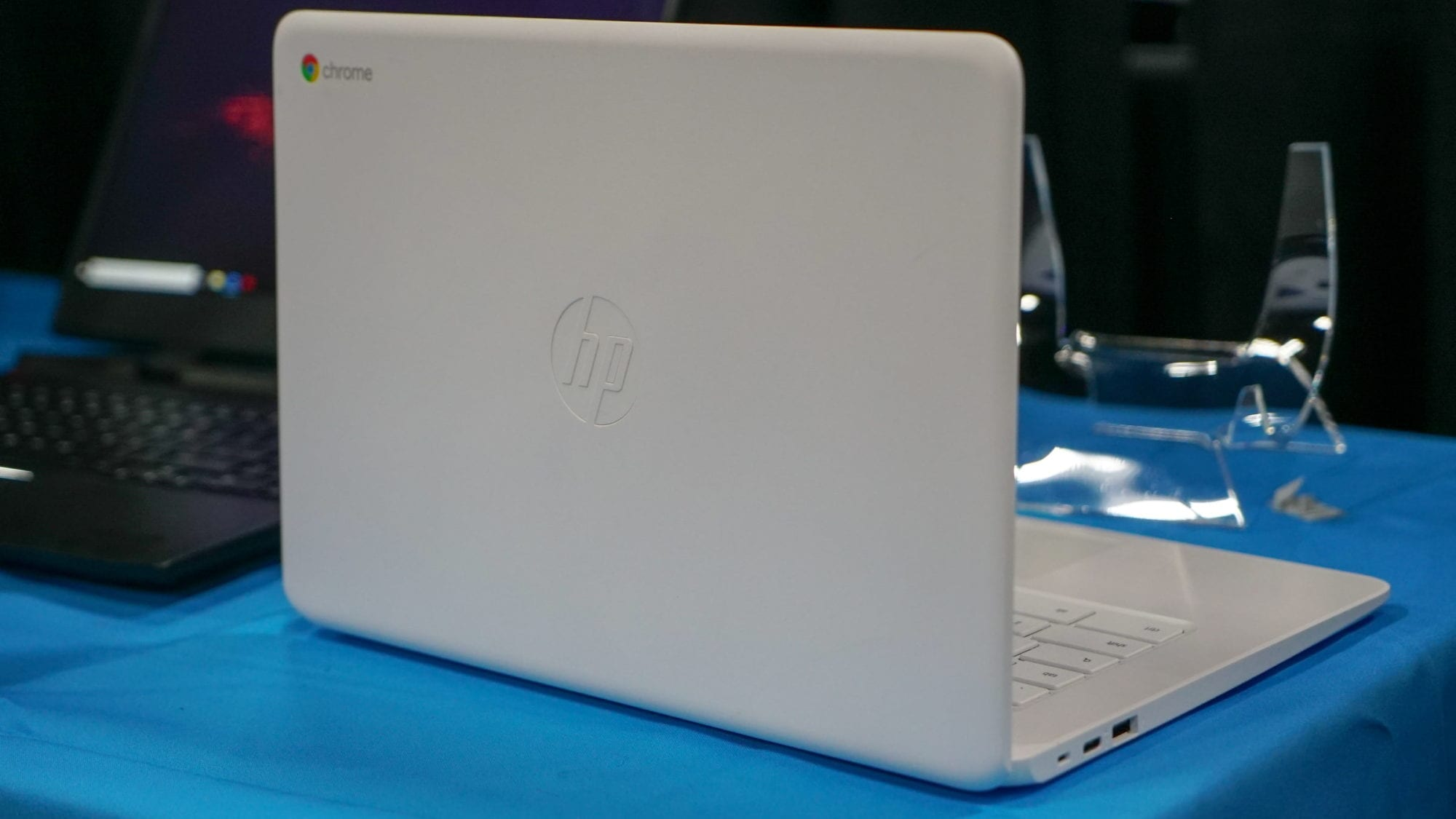 HP Chromebook 14 (AMD) and x360 14 G1: First Look Hands-On at CES