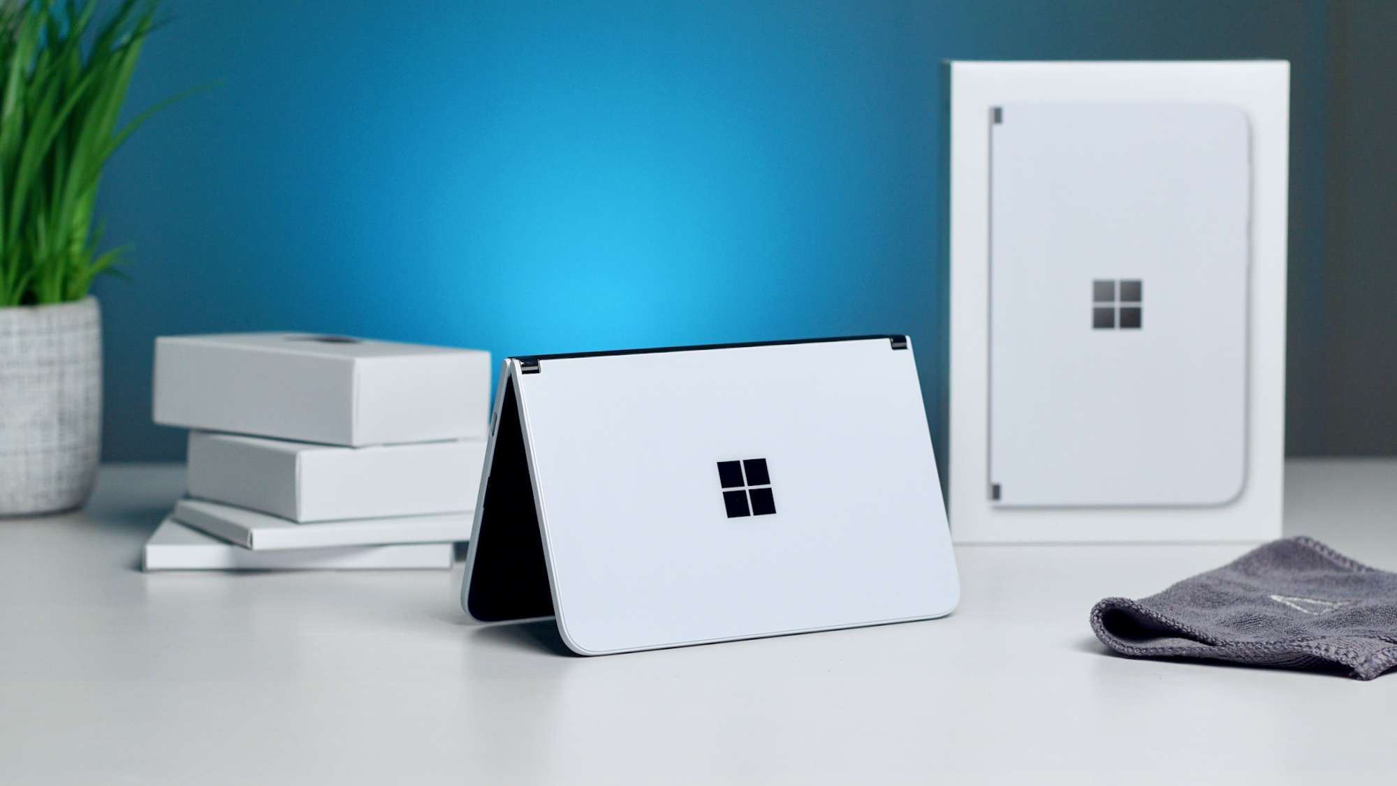 Microsoft Surface Duo unboxing and hands-on [VIDEO]
