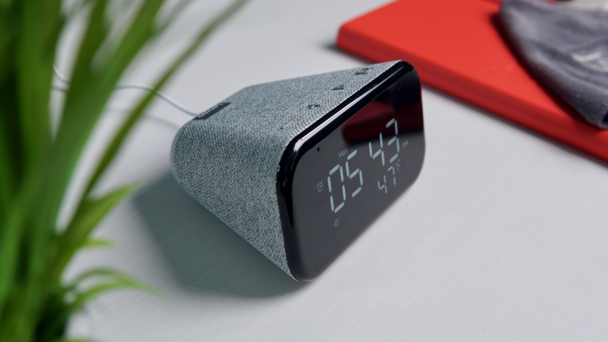 Lenovo Smart Clock Essential unboxing and hands-on: small package, big value [VIDEO]