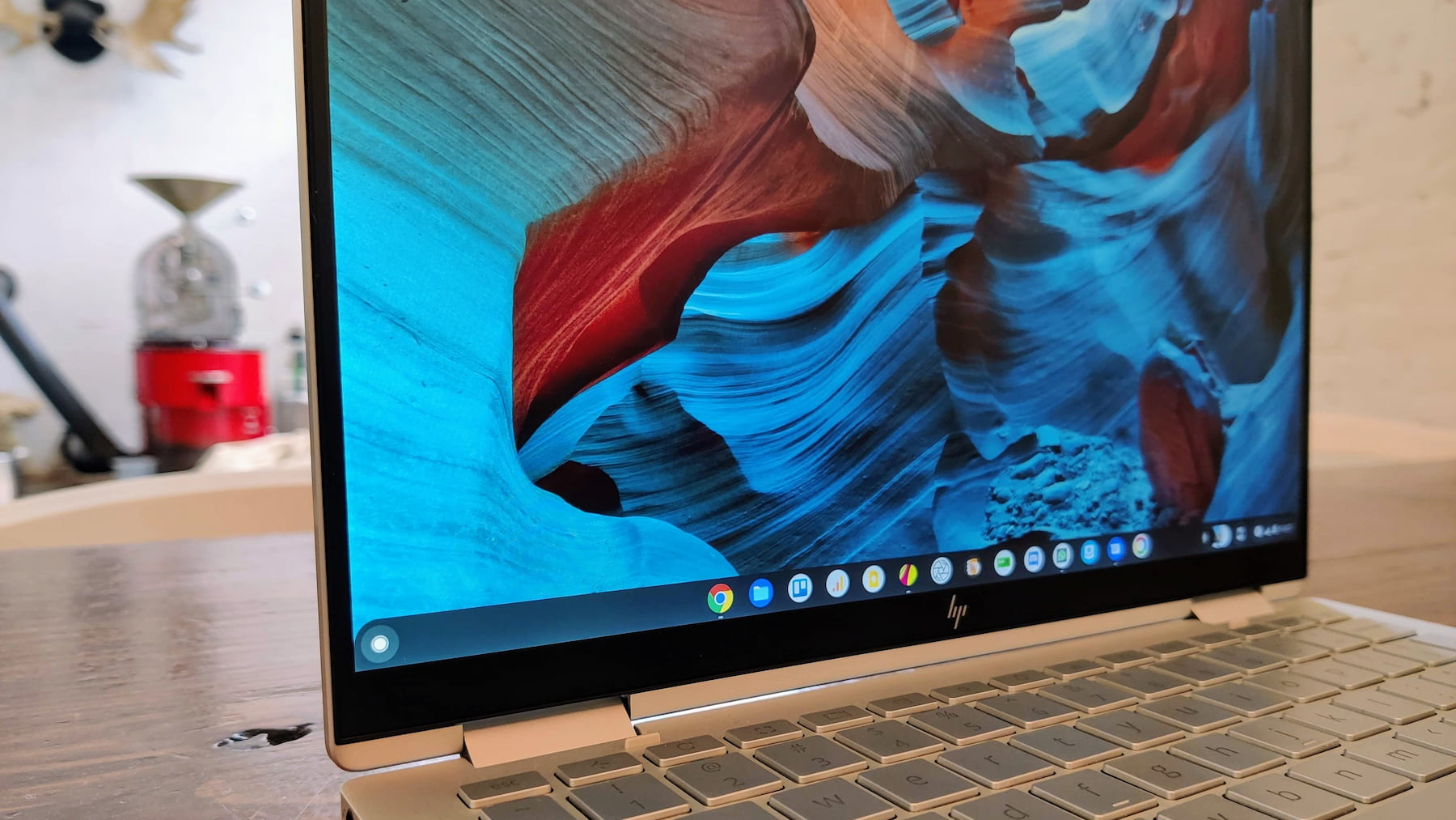 Upcoming Chromebook shelf 'drag to pin' apps feature is simple but useful